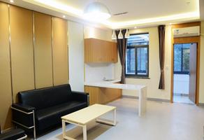 宽敞明亮的病房待客厅